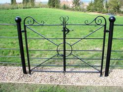 Estate railing gate