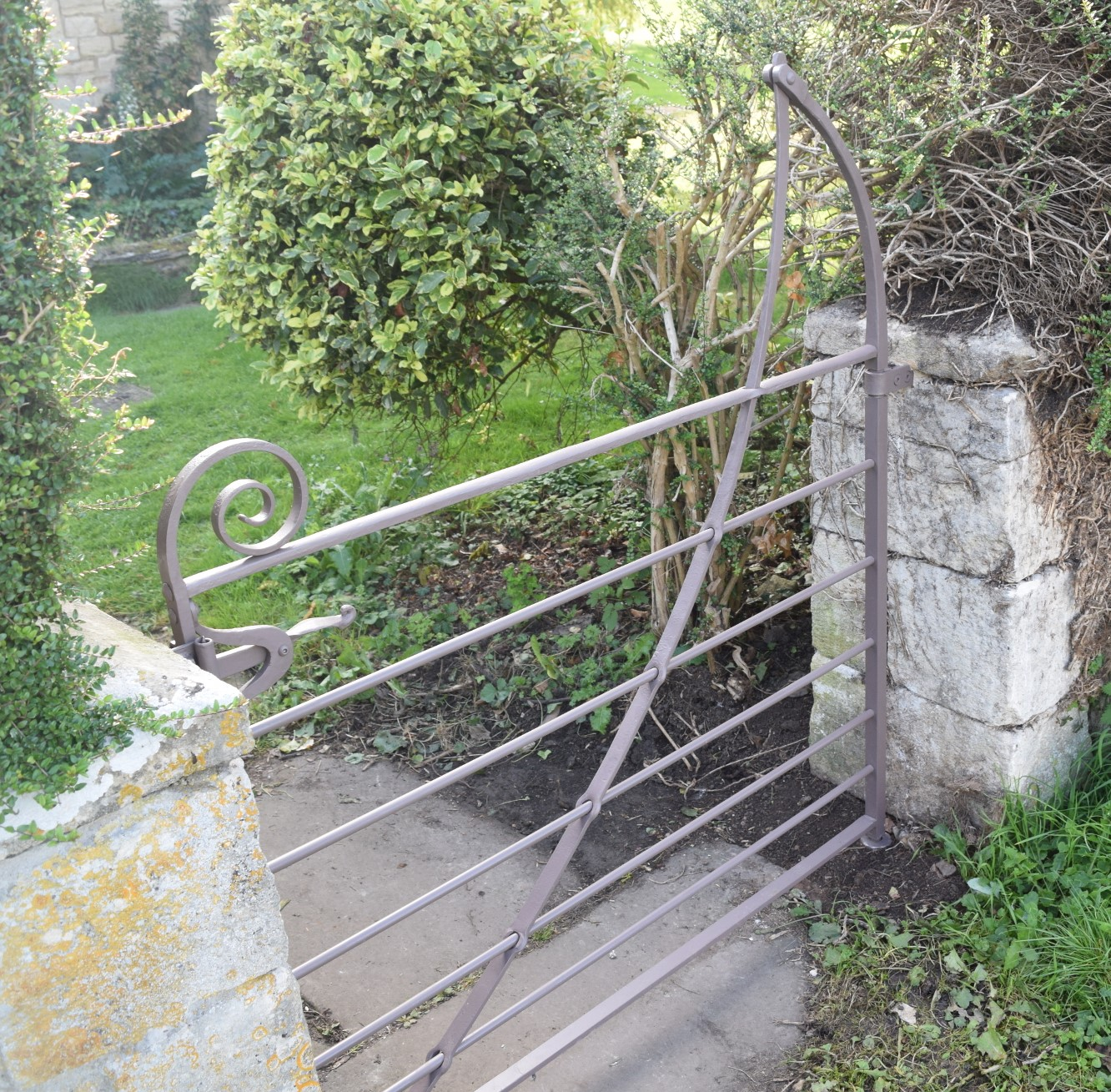 Estate gate 04