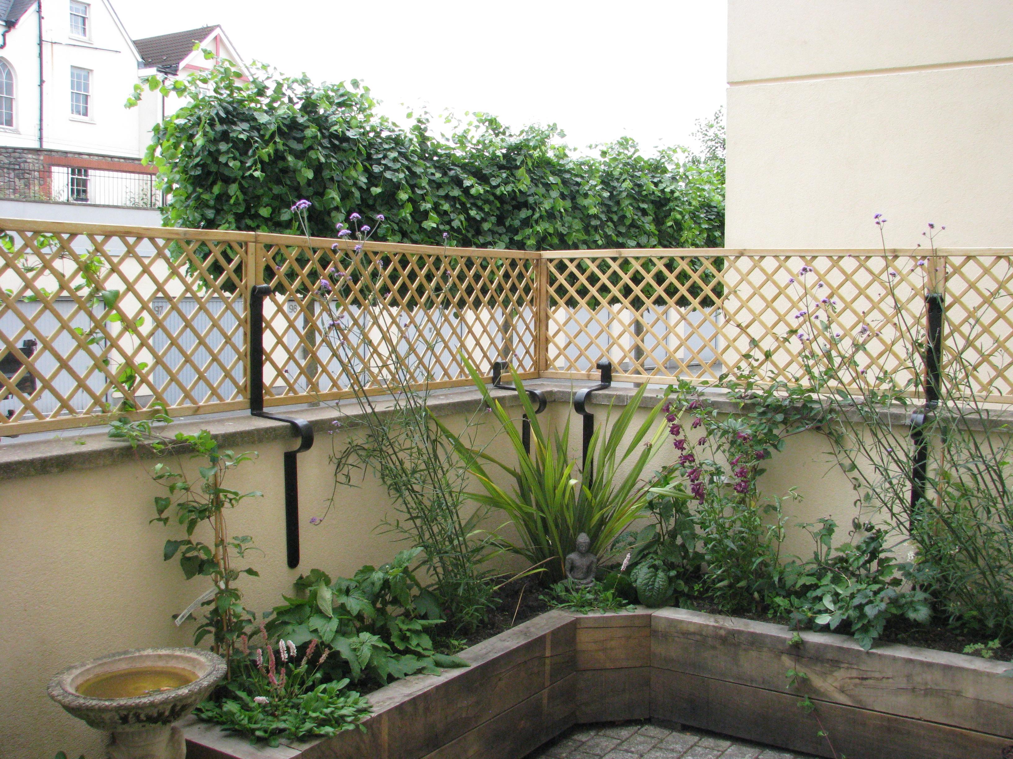 Deorative garden trellis brackets