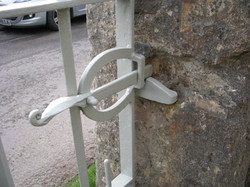 Forged gate restoration latch