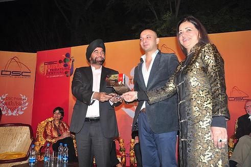 HM Naqvi, DSC Prize 2011 winner receives