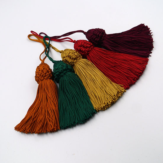 6566 10cm Tassels with Ruffle Neck