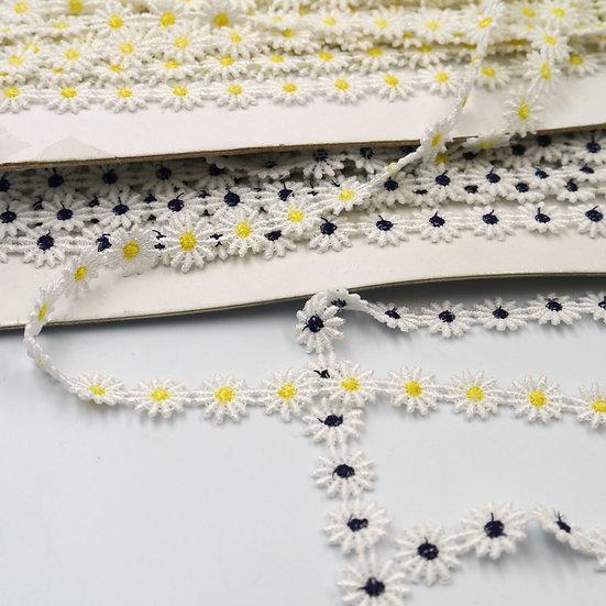 8929 12mm White Daisy Flower Braid