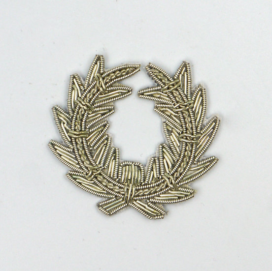 9370 Silver Wreath Embroidered Motif
