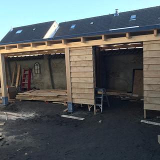 Veranda met eikenhout opgebouwd