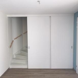 Schuifwand voor kast en trap
