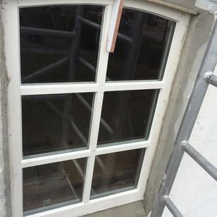 Nieuw houten raam flauwe toog