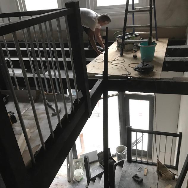 Trap met aansluitend een open balustrade