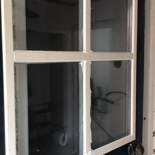 Raam met roede in deur