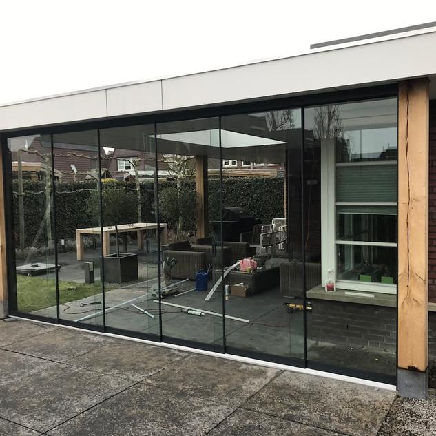 Moderne overkapping aan de woning
