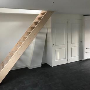Rechte trap in appartement gemaakt