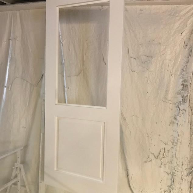 Kamer en suite deuren in spuiterij