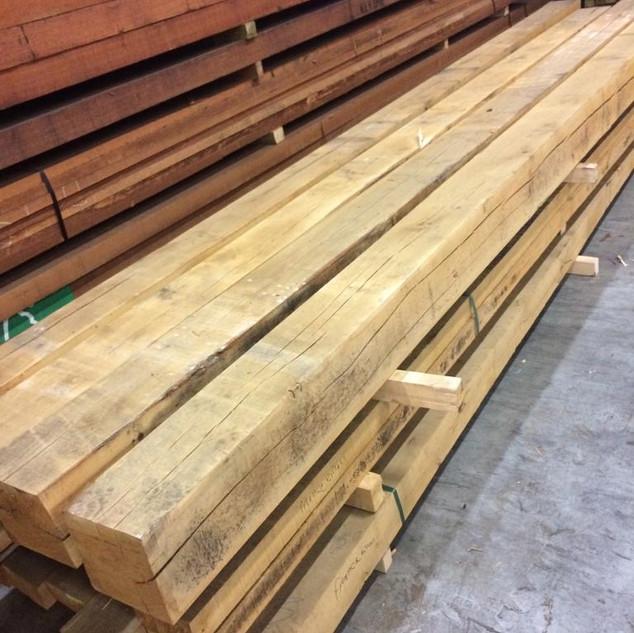 Mooi stukje eikenhout voor overkapping