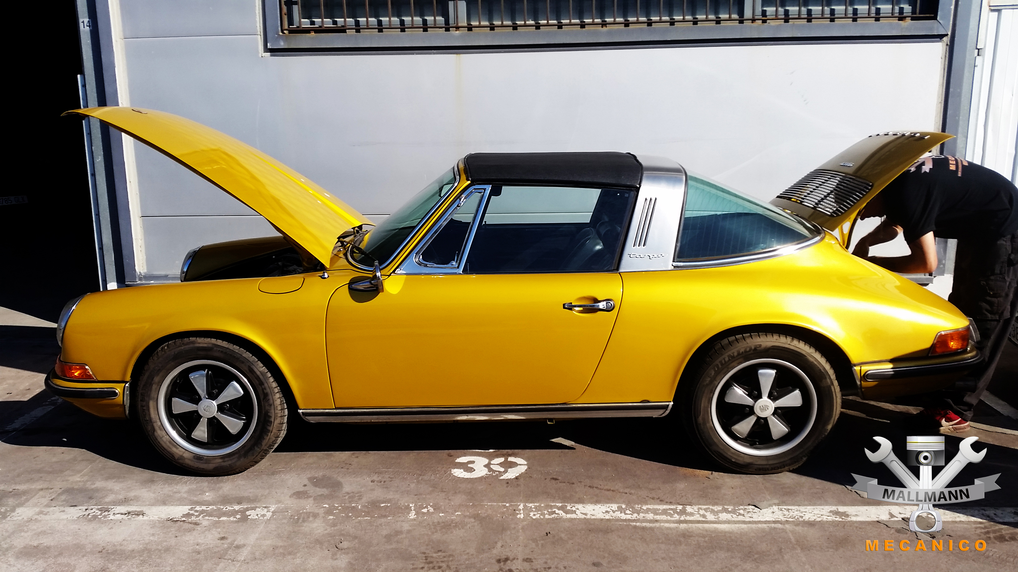Porsche Targa in Gold
