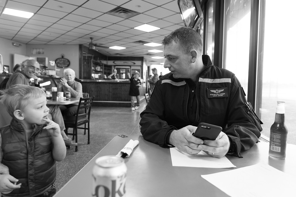 Stephen Boatwright makes a new friend at the Terre Haute airport restaurant.
