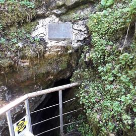 Abstieg in die Schauhöhle