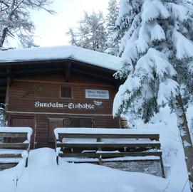 Forscherhütte im Winter
