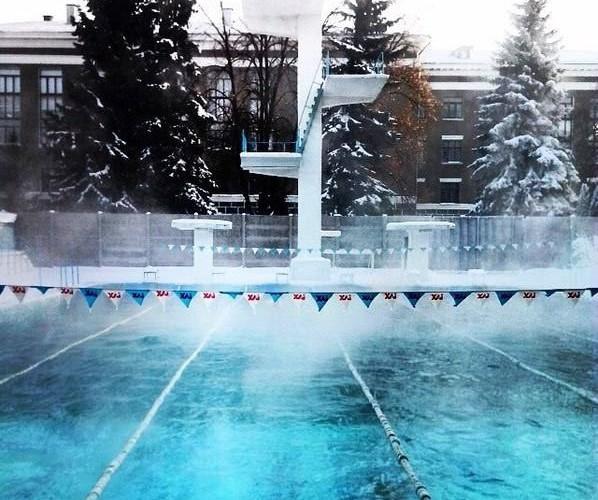 Open air swimming pool