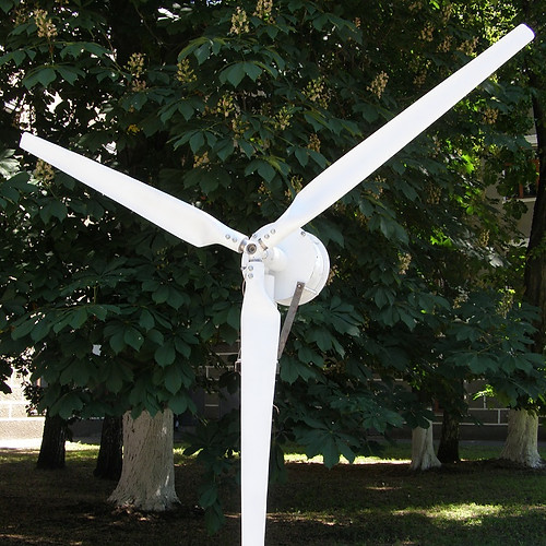 Horizontal-axis wind turbine