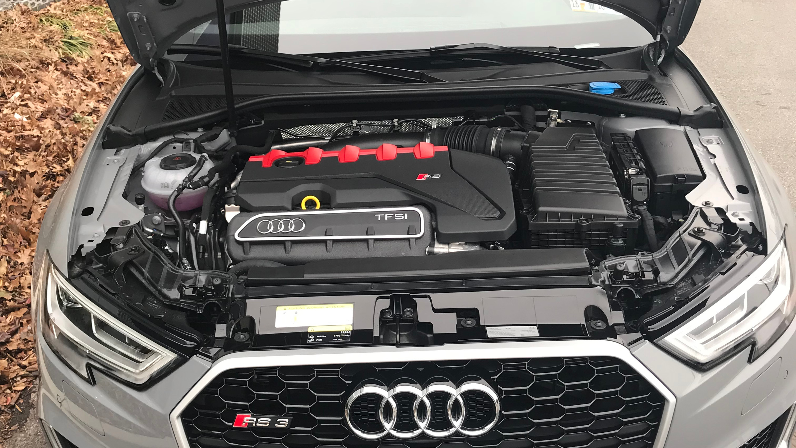RS3 engine bay