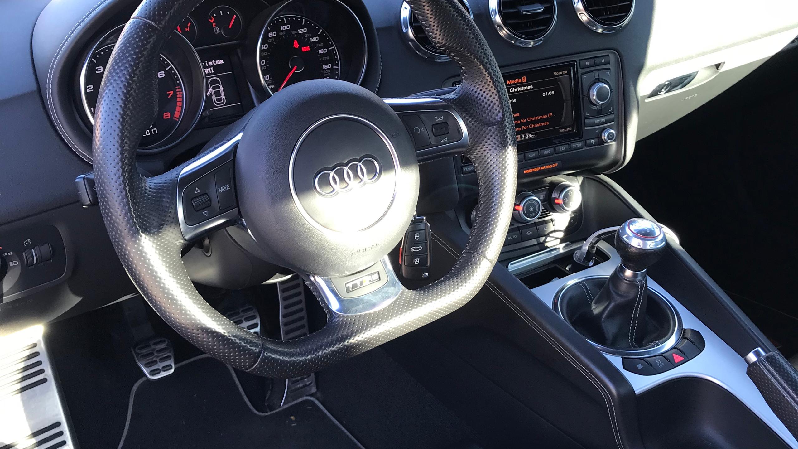 audittrs_steeringwheel