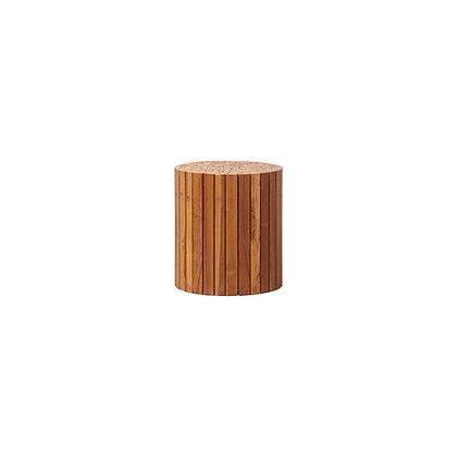 Table basse en bois de teck recyclé et en bois d'acacia.