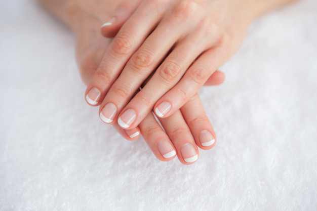 french-manicured-fingers-spa-center_1333