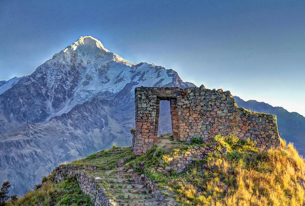 02. Unique Adventures_Machu Picchu & Gal