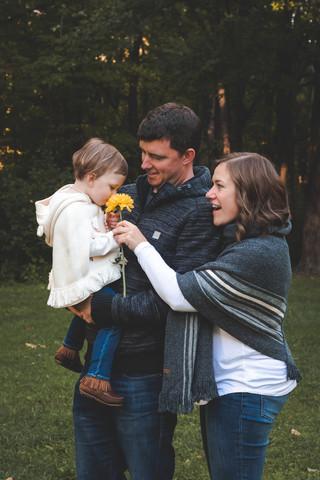 vvv-ottawa-lifestyle-family-session-flower.jpg