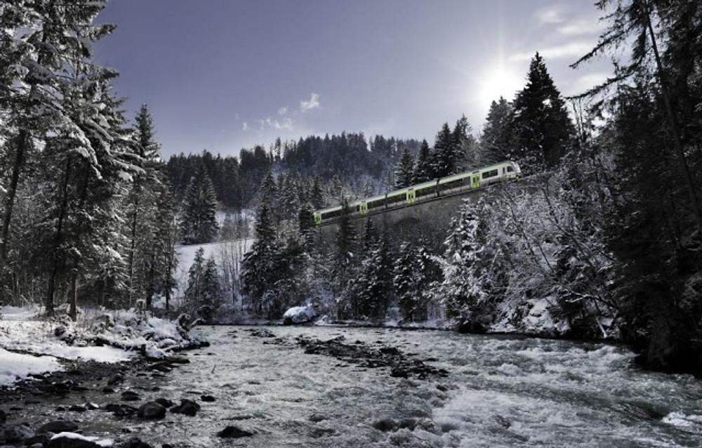 SWISS SYSTEM WINTER RegioExpress Lötschberger zwischen Weissenbach und Grubenwald,