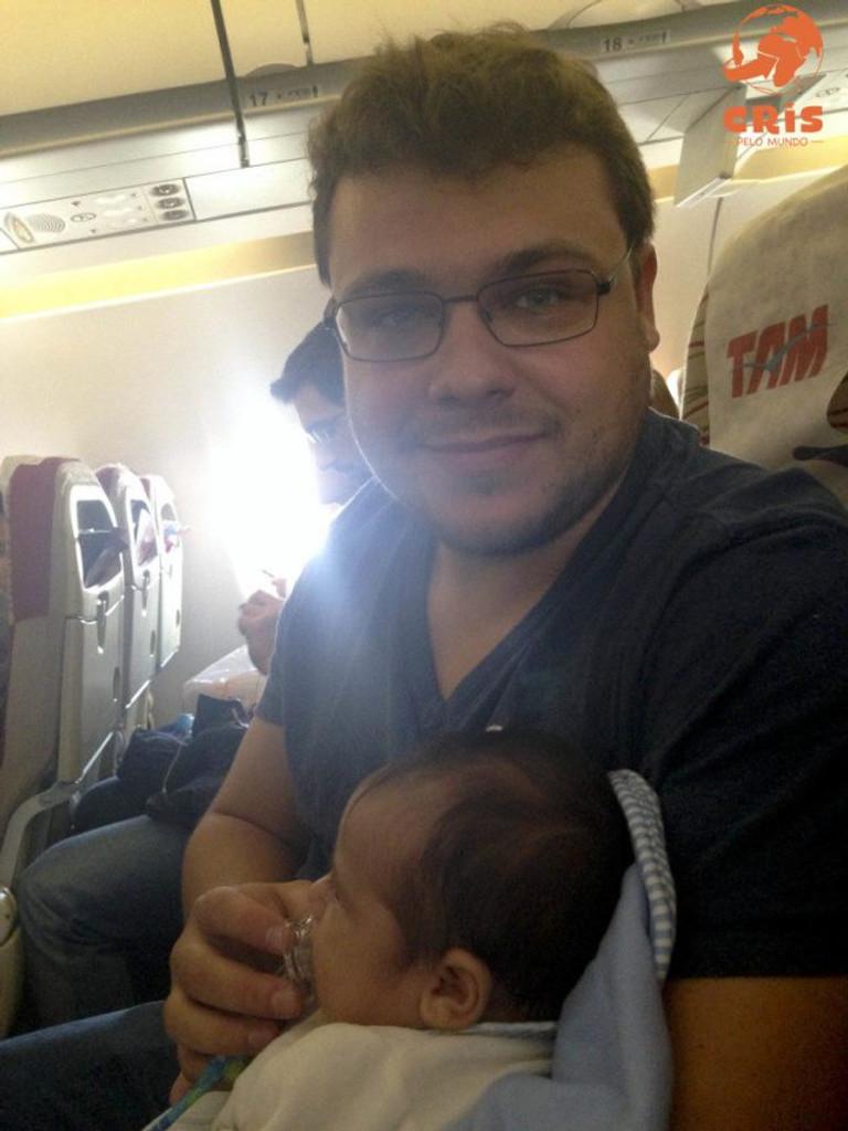 ouvidinhos do bebe no avião 10 dicas para voar de avião com criança