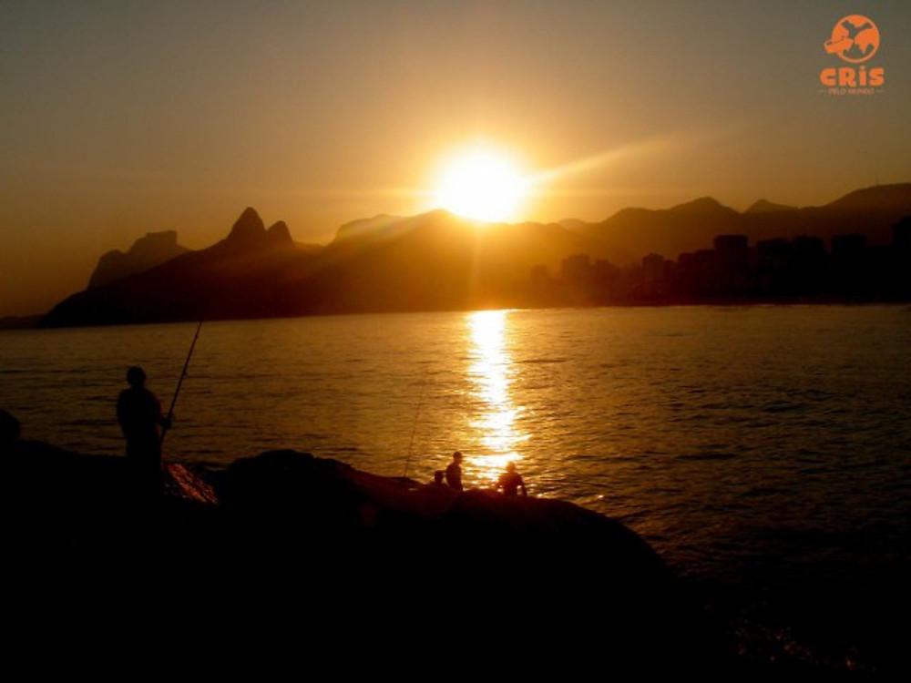 guia de praias da zona sul rio de janeiro crisstilben crispelomundo cris stilben cris pelo mundo arpoador por do sol