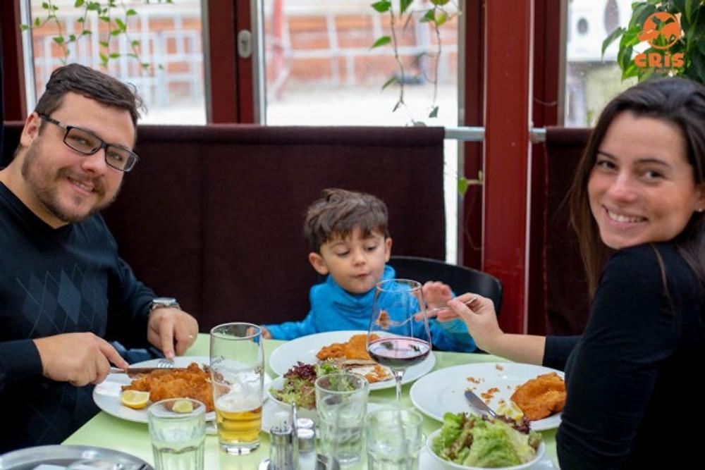 RESTAURANTE GLACIS BEISL SCHNITZEL ONDE COMER EM VIENA EM FAMILIA
