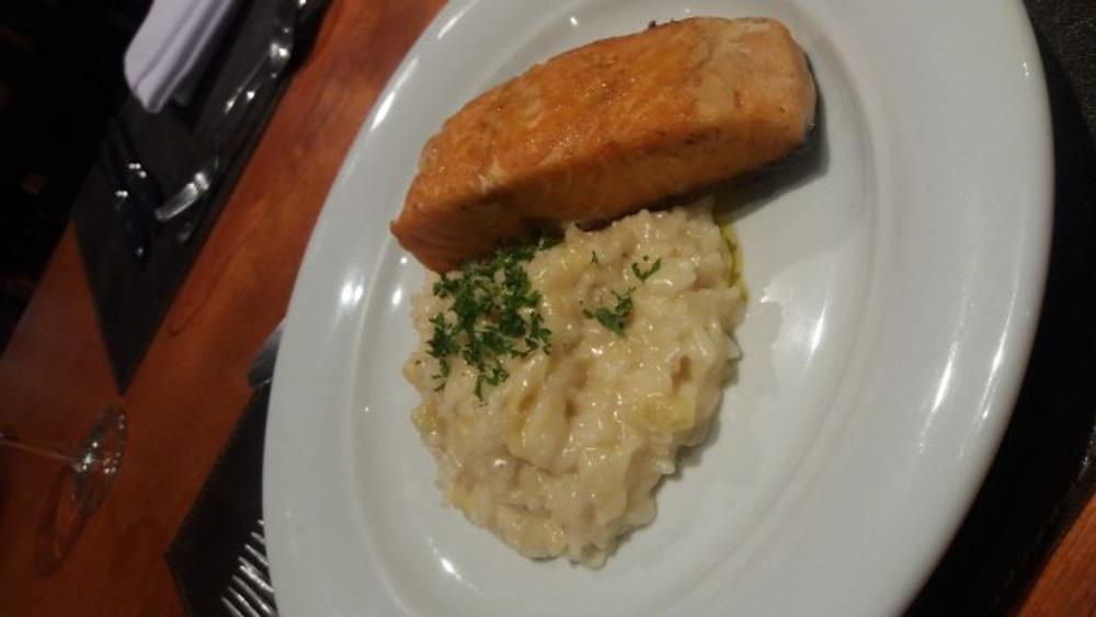 jantar-risoto-de-alcachofra-com-posta-de-salmao-r-5290