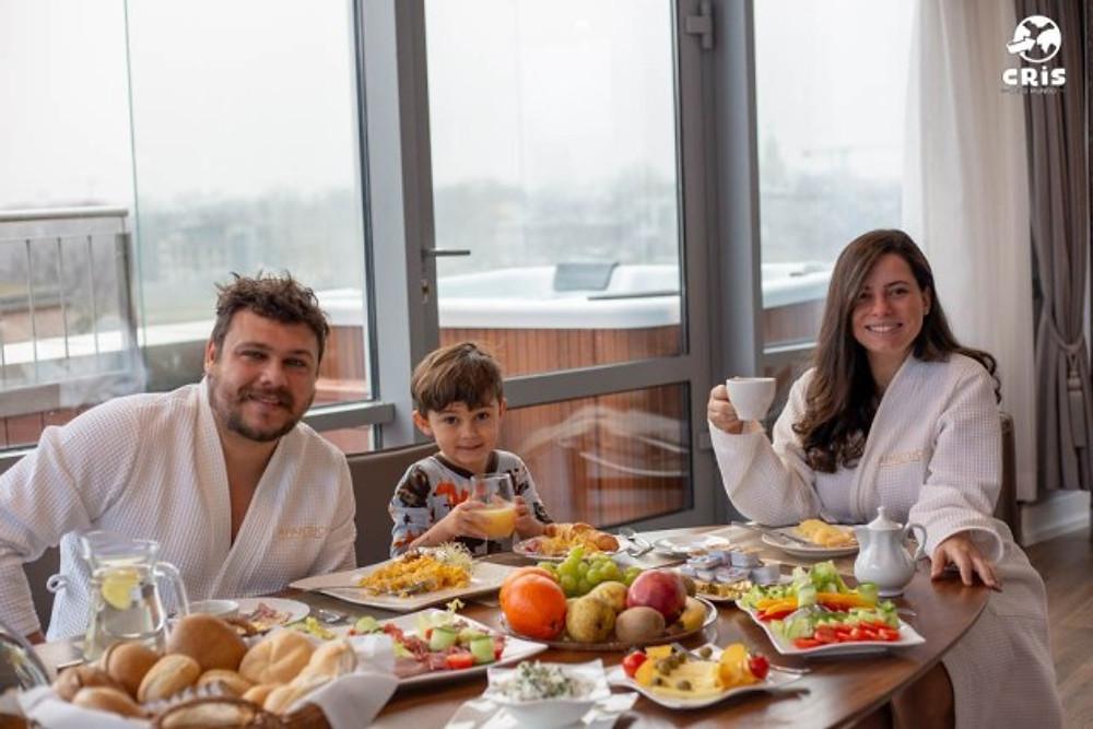 CAFÉ DA MANHA NA CRACOVIA POLONIA BLOG DE VIAGEM EM FAMILIA