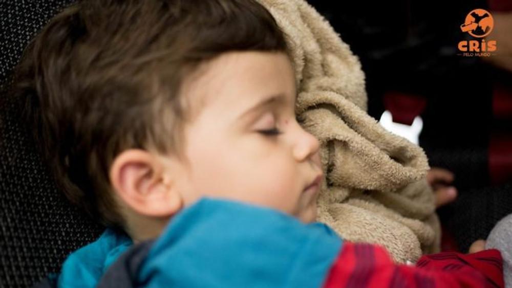 voo com criança kit sobrevicência voo longo com criança crisstilben crispelomundo (14)