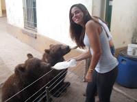 Zoo Lujan Buenos Aires Argentina alimentando urso