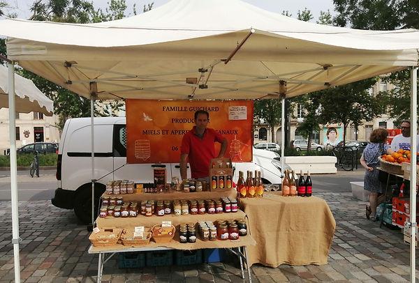 Miguel Guichard - Marché_des_Chartrons - Miel - Hydromel - Vins de fruits - gelée royale - propolis - bonbon miel - savon miel - cire - pain d'épices