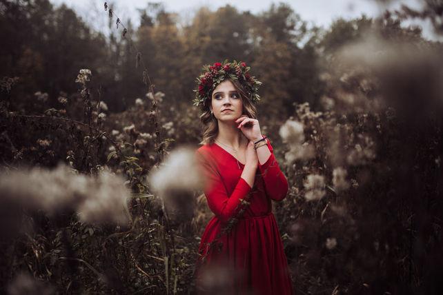 Panna Młoda w wianku ślubnym