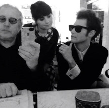 From left to right: Producer/MD Fred Mollin, Ereni Sevasti as Suze Rotolo, Jared Weiss as Bob Dylan