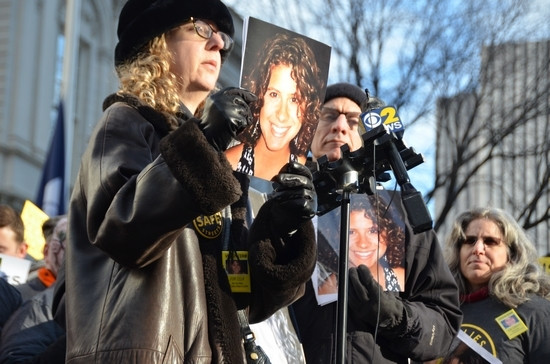 Judy Kottick speaks of her daughter, Ella Bandes, who was killed by a bus in 2013. Photo by Daniel Fitzsimmons.