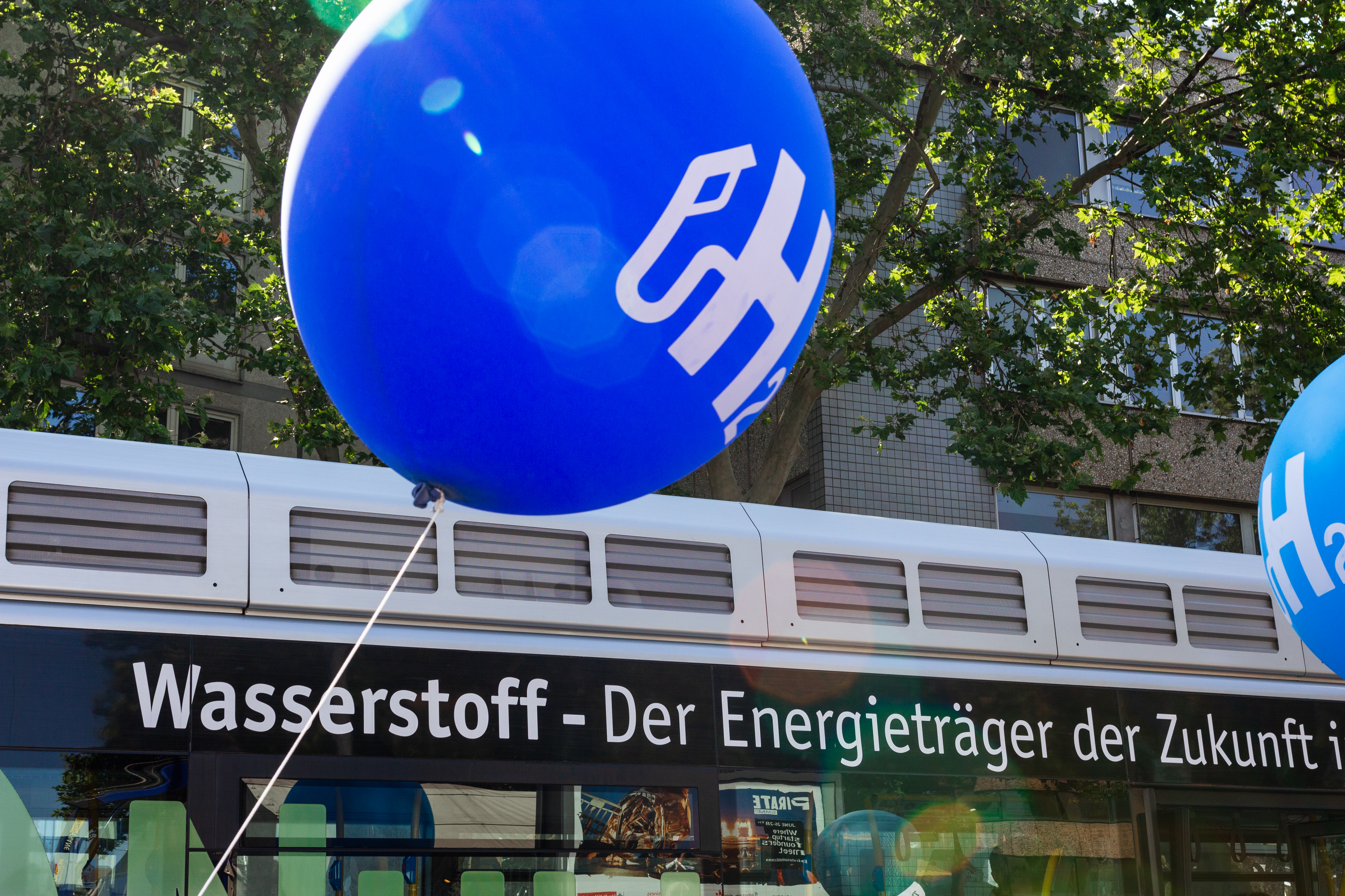 H2 MOBILITY beim Strassenland in Köln