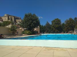 Swimming pool in Grignan