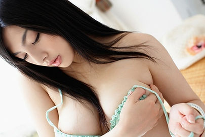 jasimine 22  old Japanese girl is a picture of serenity and beauty. ​