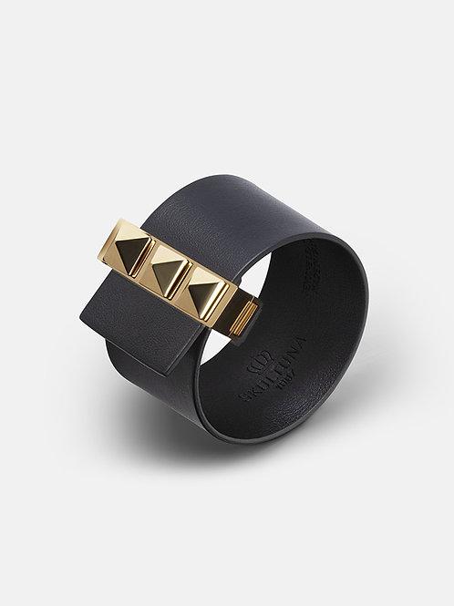 Melna ādas rokassprādze ar zelta aizdari