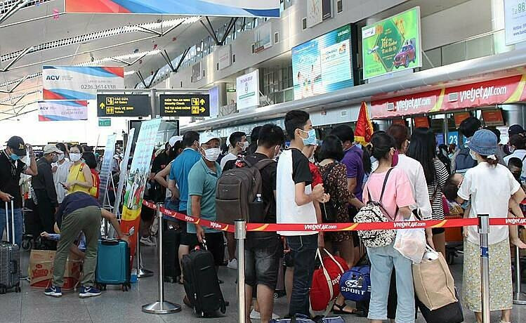 COVID-19 scare: 80,000 throng airports for evacuation from Vietnam city Phoo source: Vietnam Times