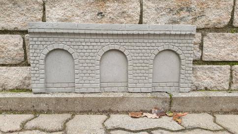 Arkadenmauer mit Bogen und Zielelstruktur