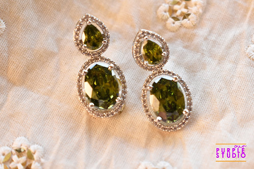 Sparkling Princess Cut Earring in Peridot Stone