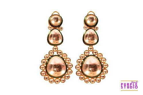 Sophisticated Kundan Jadau Earring with an emerald line