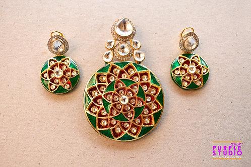 Heavenly Precious Black Pendant Set in Kundan and Meenakari
